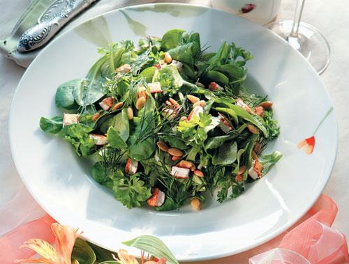Салат зеленый с козьим сыром