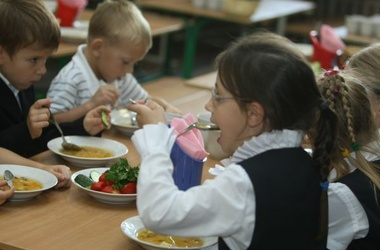 Специалисты по питанию советуют школьников утром кормить белками