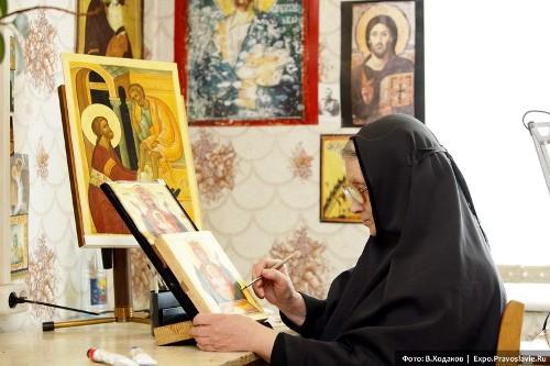 Монахиня-иконописец | Владимир Ходаков | Фото с сайта www.pravoslavie.ru