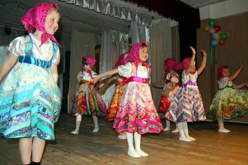 Утренник для детей средней группы «Маму поздравляют малыши» | Фото с сайта ddtlspb.ru