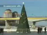 Новогодняя елка установлена на границе Азии с Европой