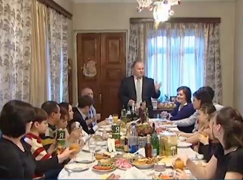 В Содружестве Рождество встретили национальными блюдами и молитвами