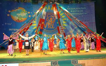 Призерам IX Жаутыковской олимпиады вручены образовательные гранты Назарбаев Университета   Фото с сайта izho.kz