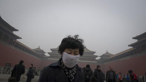 В Пекине начали продавать воздух в бутылках | Фото EPA/UPG