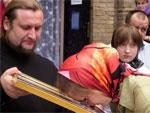 В православный храм Кызылорды к «плачущей» иконе Казанской Божией Матери потянулись паломники