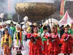 На алматинской площади «Астана» за час выпили около 200 литров наурыз-коже | Фото Ярослав Радловский©